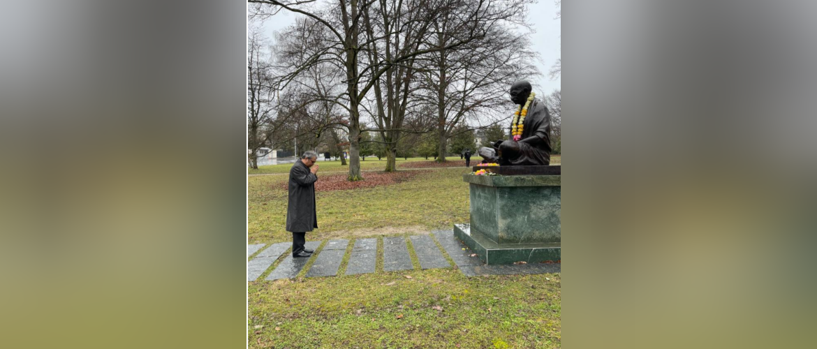 On Martyrs Day Ambassador Indra Mani Pandey paid floral tributes to Mahatma Gandhi at Ariana Park, Geneva<br> ( 30 January 2021 ).